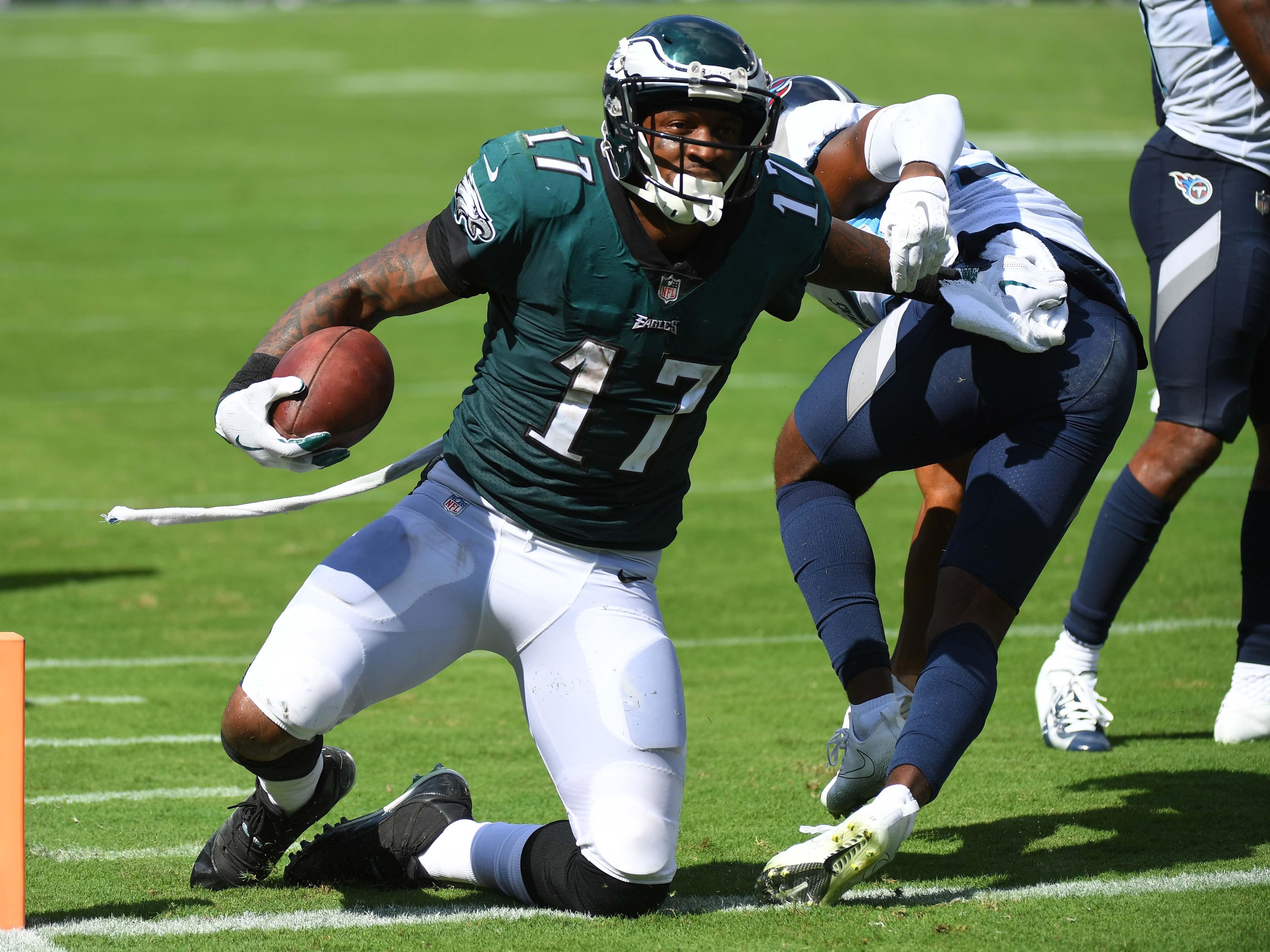 Eagles wide receiver Alshon Jeffery (17) celebrates after a touchdown against the Titans.