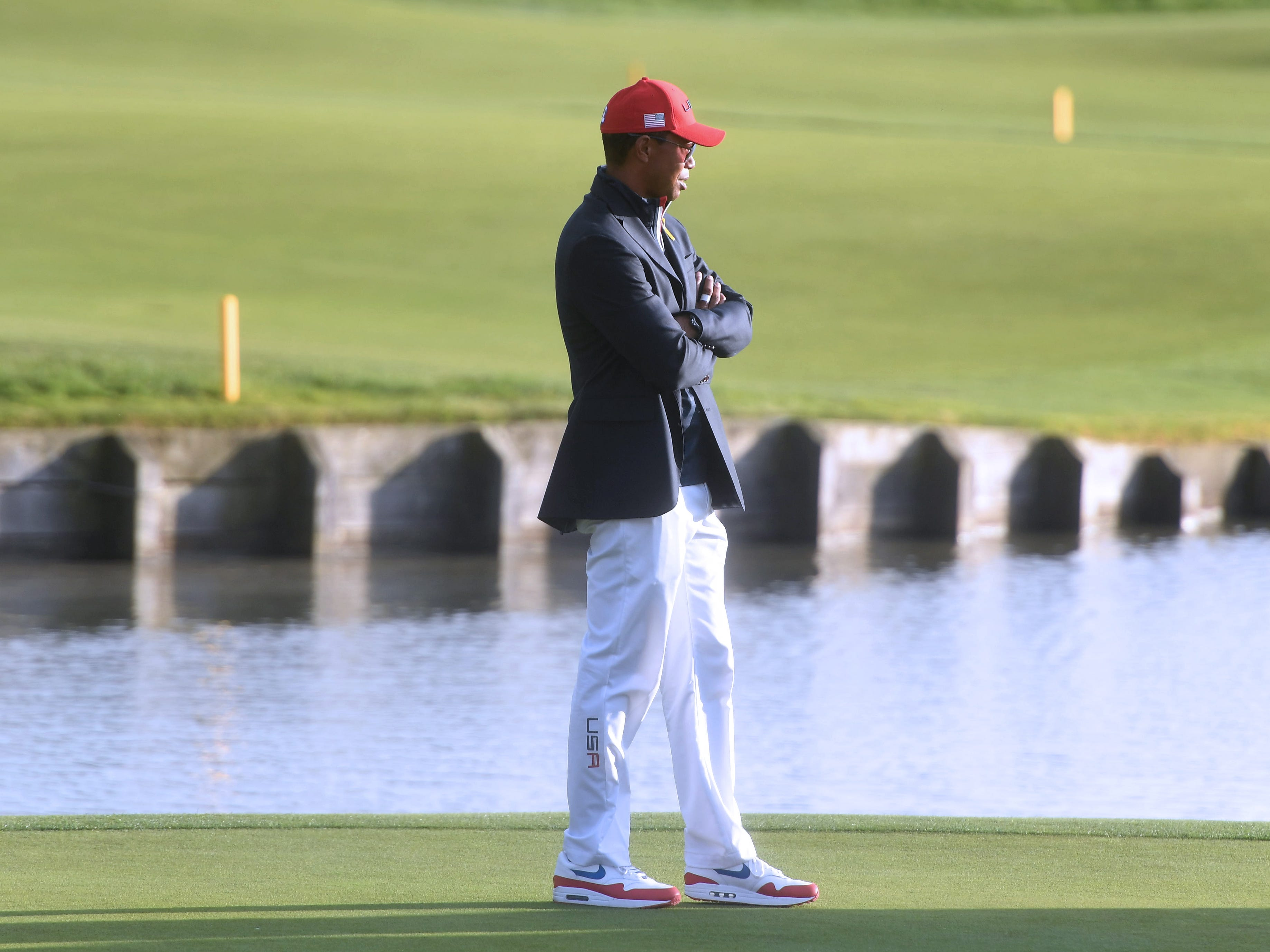 A forlorn Tiger Woods.