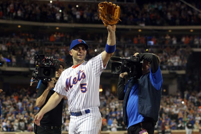New York Mets third baseman David Wright waves to the fans after leaving during the fifth inning against the Miami Marlins.