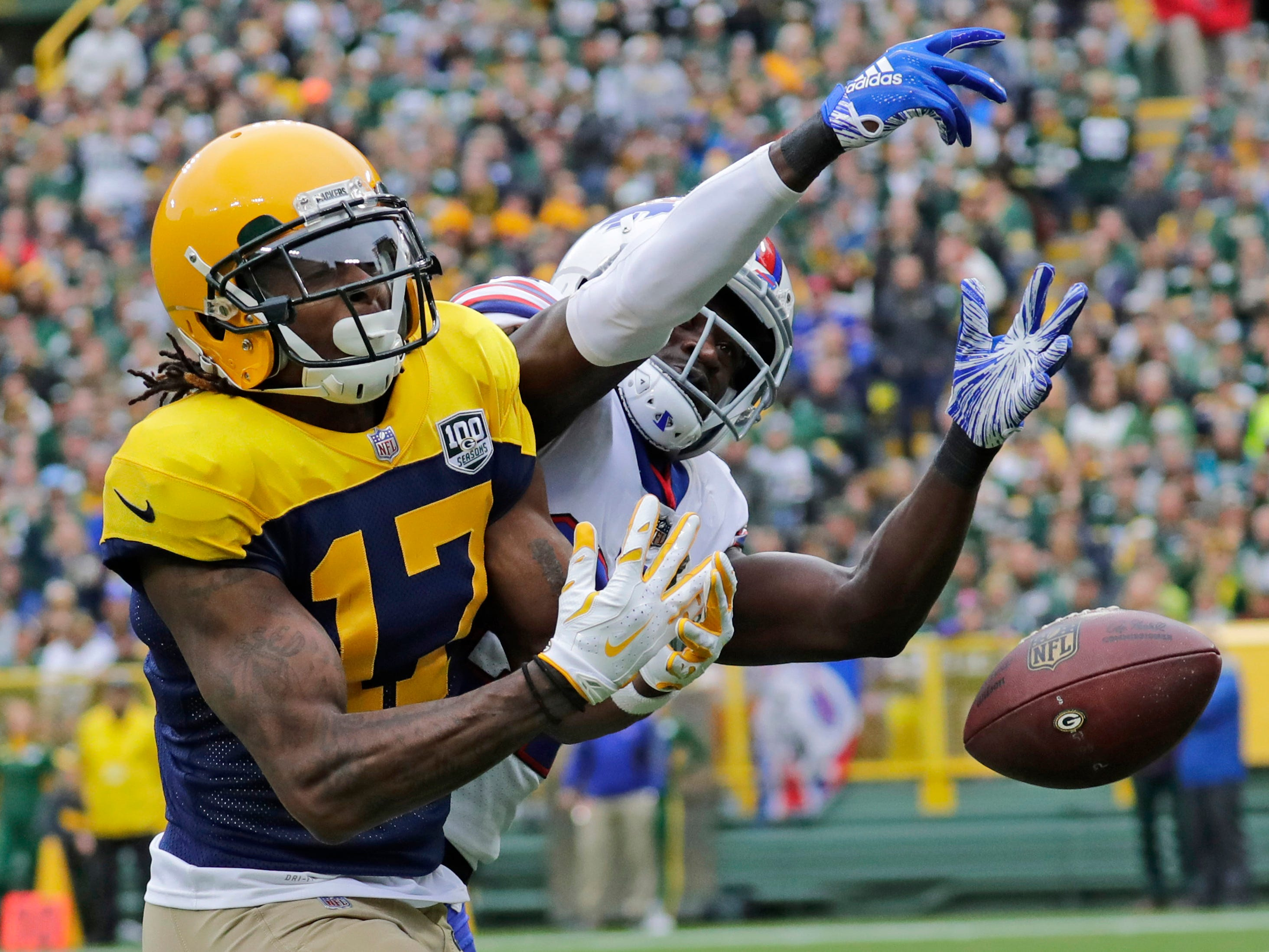Packers wide receiver Davante Adams (17) drops a pass in the end zone as Bills cornerback Tre'Davious White (27) defends.