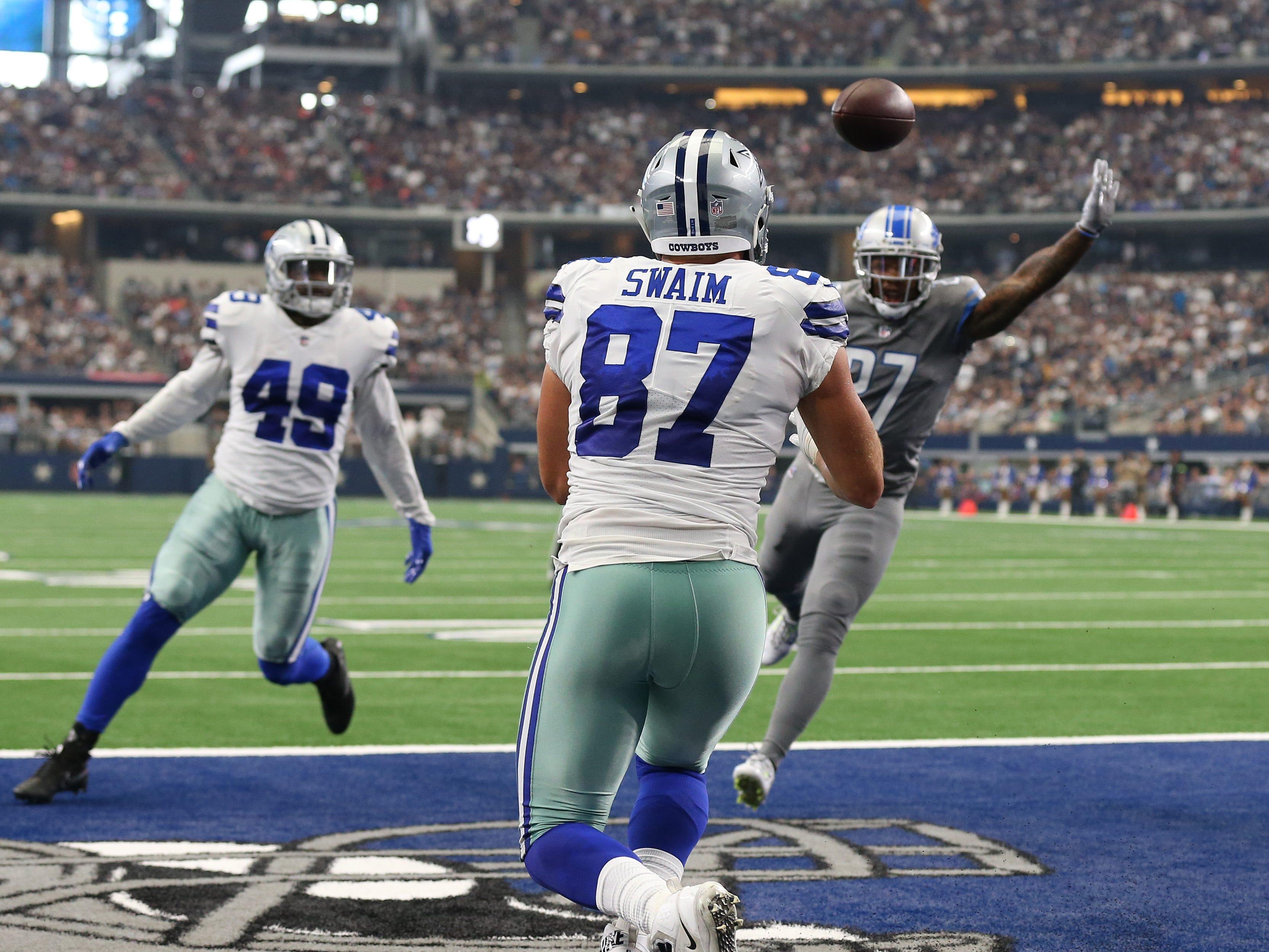 Cowboys tight end Geoff Swaim (87) catches a third quarter touchdown pass against the Lions.