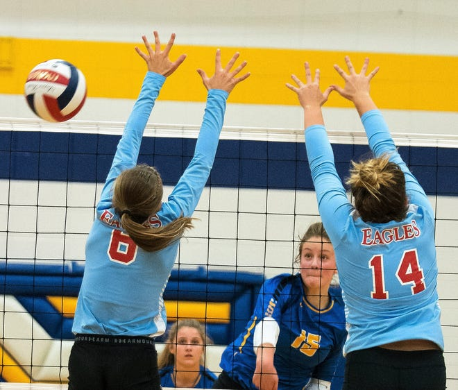 Oconto's Cora Behnke sneaks an attack pas Carissa Bartels, left, and Hailey Shimon from Southern Door in their match Thursday, Sept. 27, in Oconto.