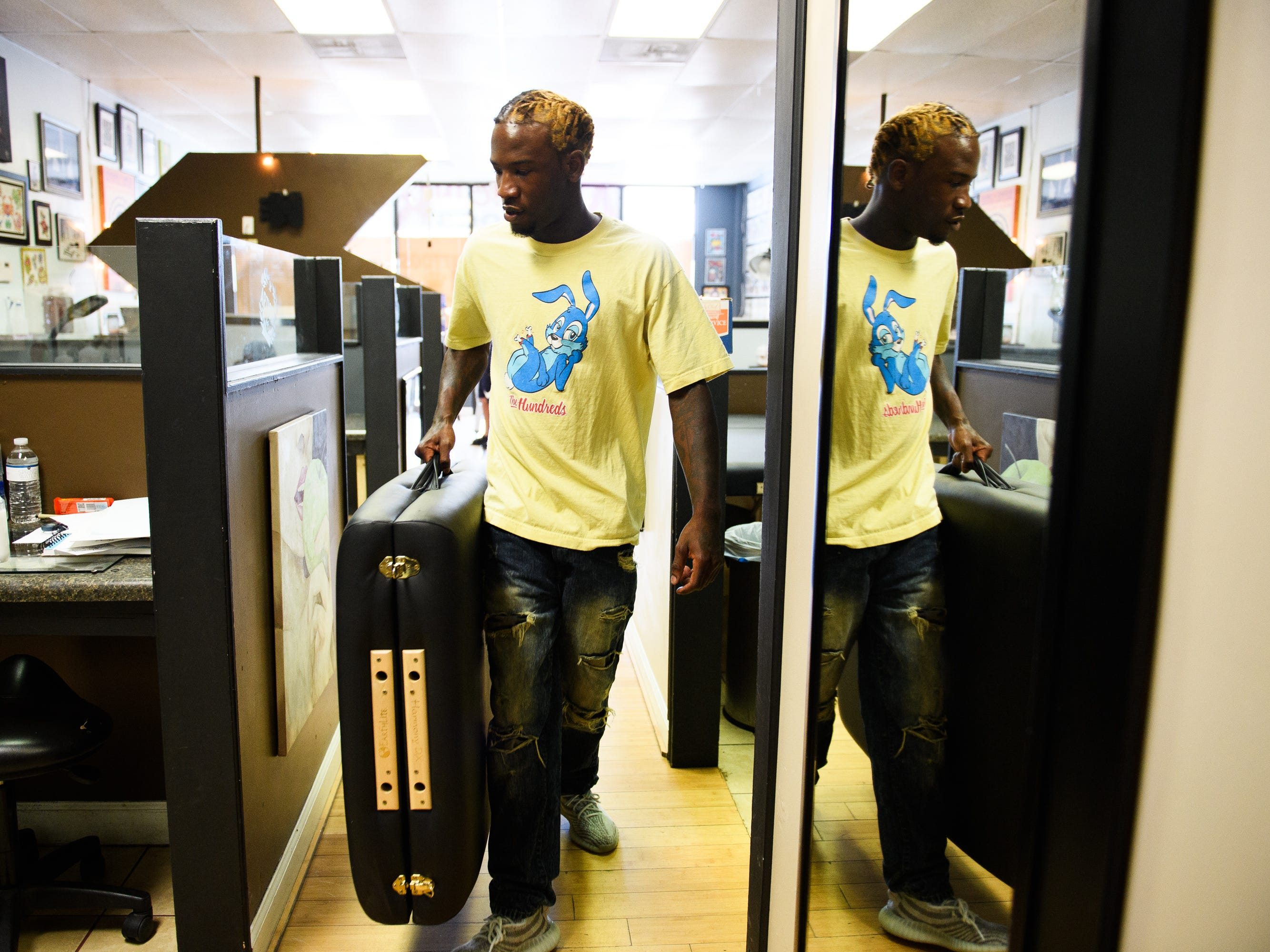 Isiah Kinloch brings a portable bed to his workspace. He never got a chance to fight for money taken by police. Notices for a civil court process went to his old address, and he didn't know about the chance to appeal the seizure.