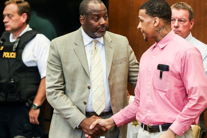 Defense attorney Alton Peterson, left, and Quinton Tellis shake hands after the judge declared another mistrial in the case of Jessica Chambers' death on Oct. 1.