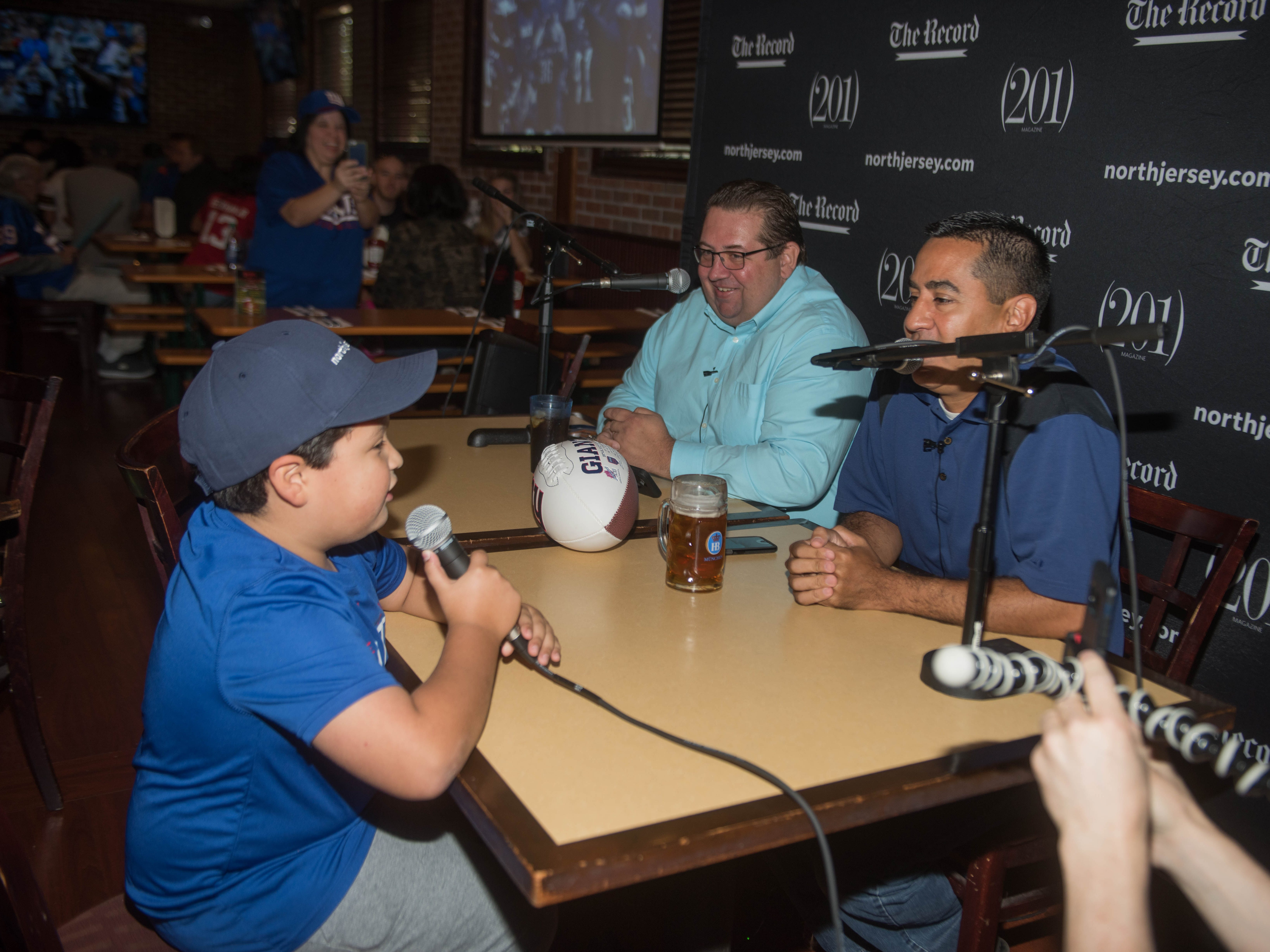 Art Stapleton and Dave Rivera talk Giants/Saints with Josh Juarez. at Redd's. The Record sports writers Art Stapleton and Dave Rivera joined fans at Redd's to talk Giants and Saints before the game. 09/30/2018