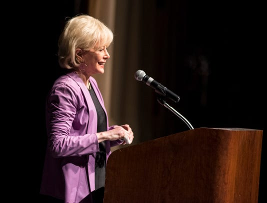 20181001 Port Huron Town Hall Lesley Stahl 0008