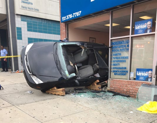 Car crashes into Yonkers building