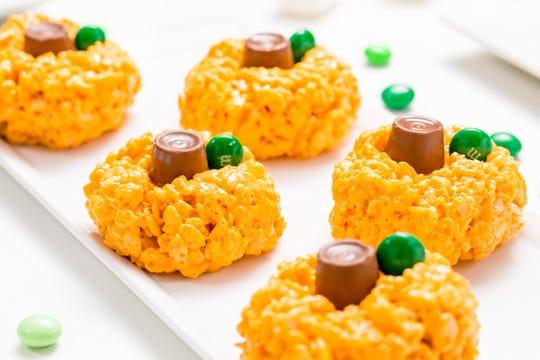 Halloween Rice Krispies treats are simple to make.