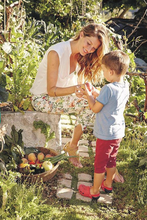 Gisele Bündchen with her son, Benjamin Brady, in 2013.