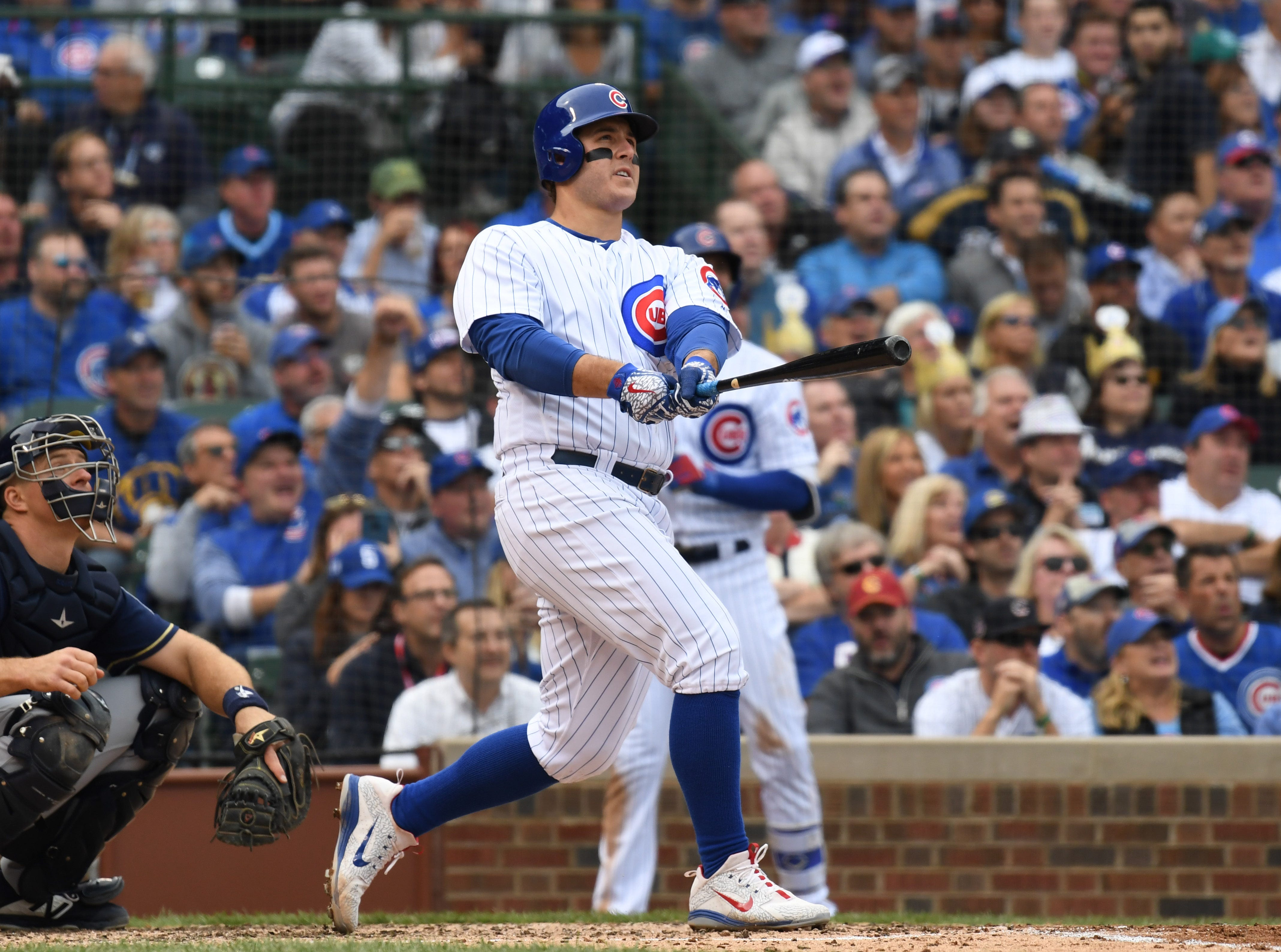 Cubs first baseman Anthony Rizzo hits a solo home run in the fifth.