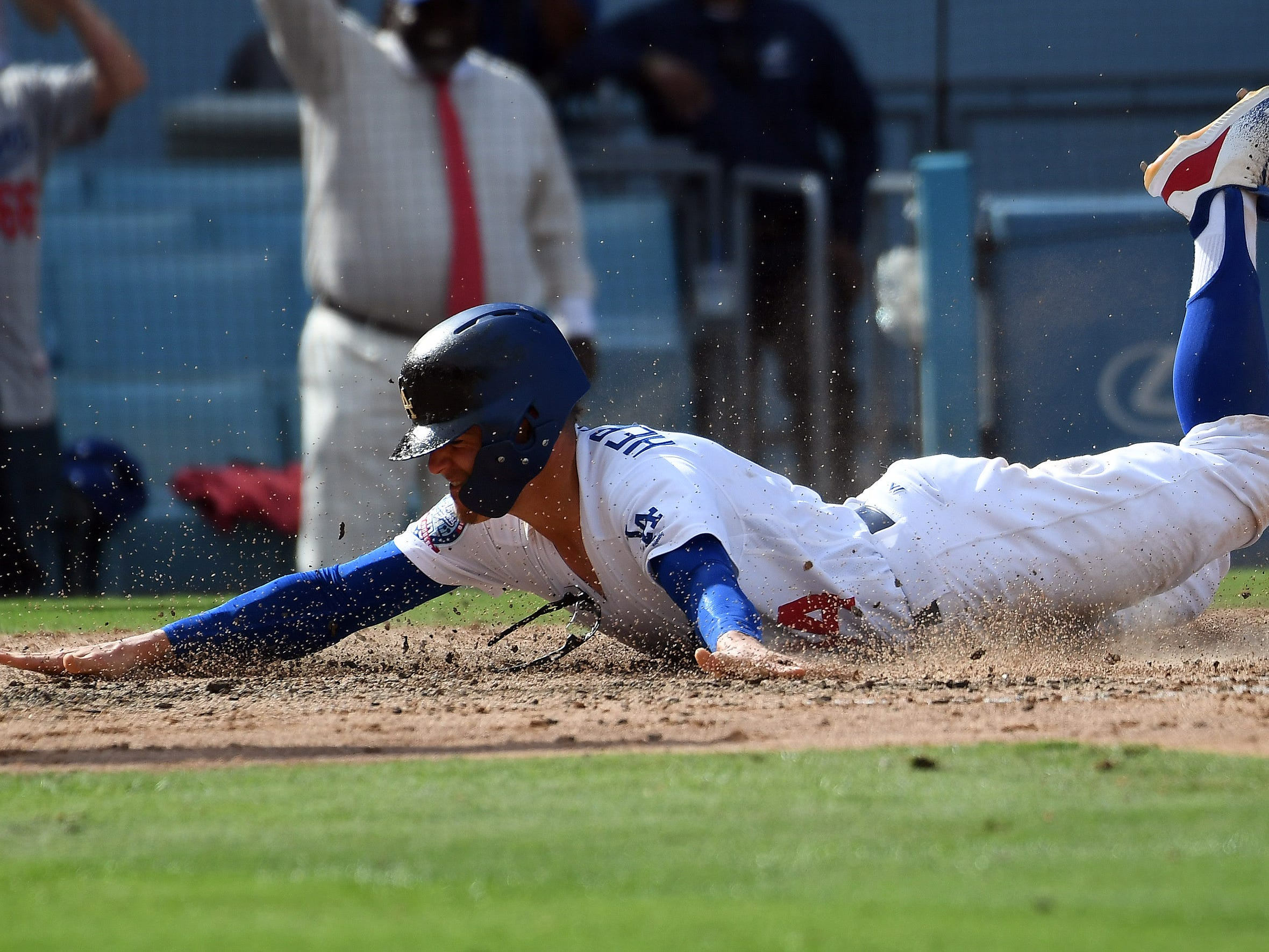 Los Angeles' Enrique Hernandez scores a run in the sixth inning.