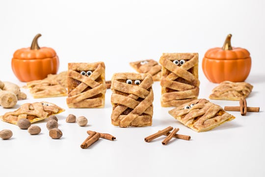 Mummy pumpkin cookies are cute and delicious.