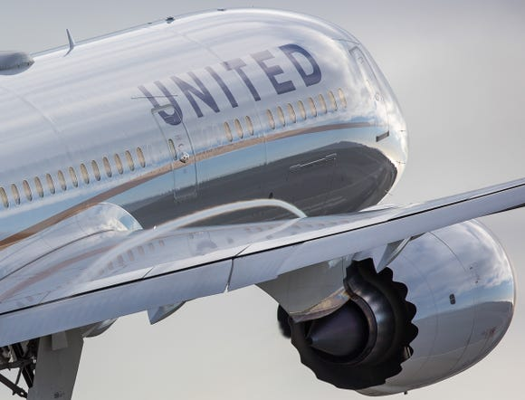 A United Airlines Boeing 787-9 Dreamliner  takes off from Los Angeles International Airport in March 2017.