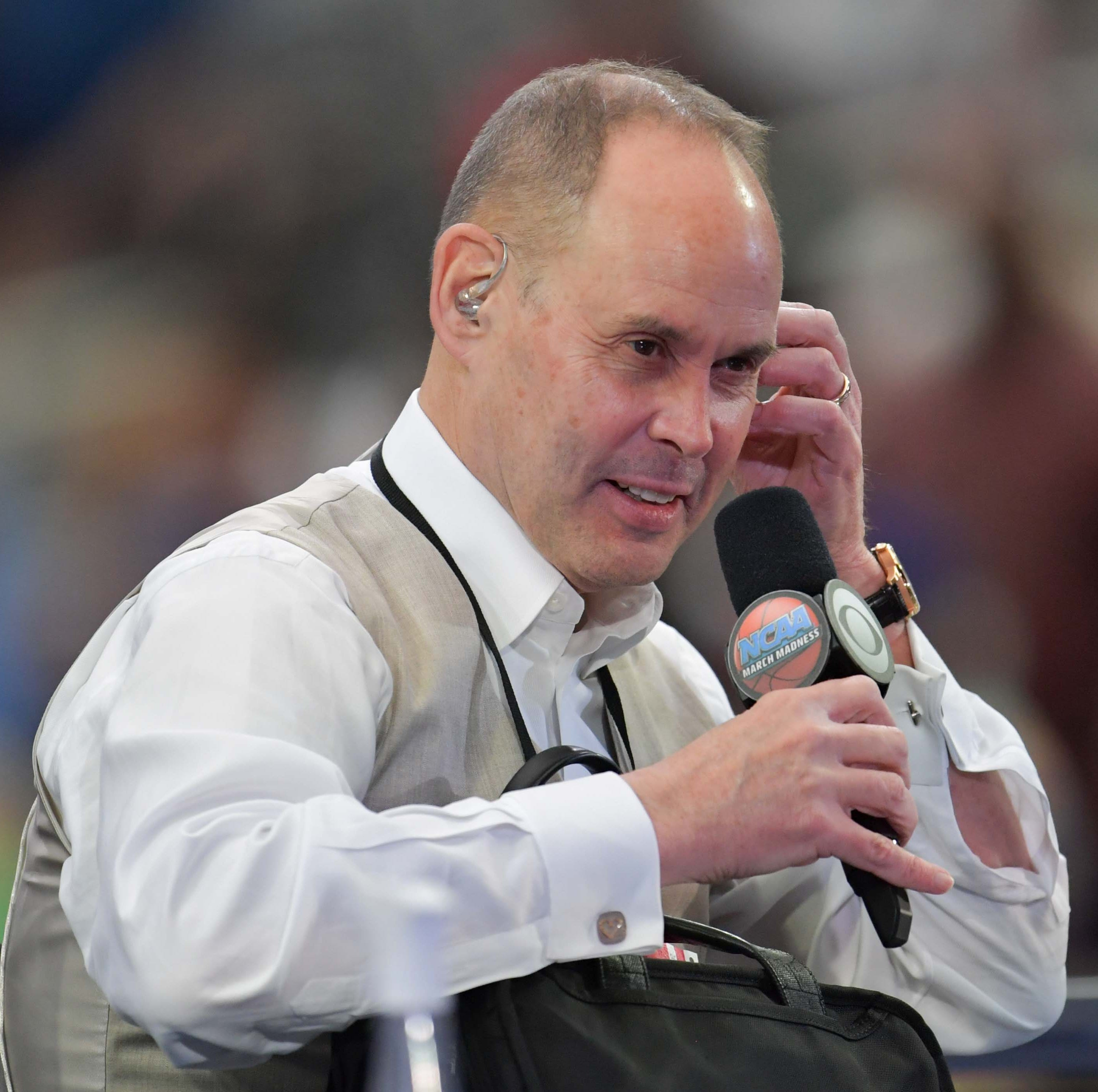 Milwaukee-born broadcaster Ernie Johnson will return to see his old stomping grounds as part of traveling TNT studio show