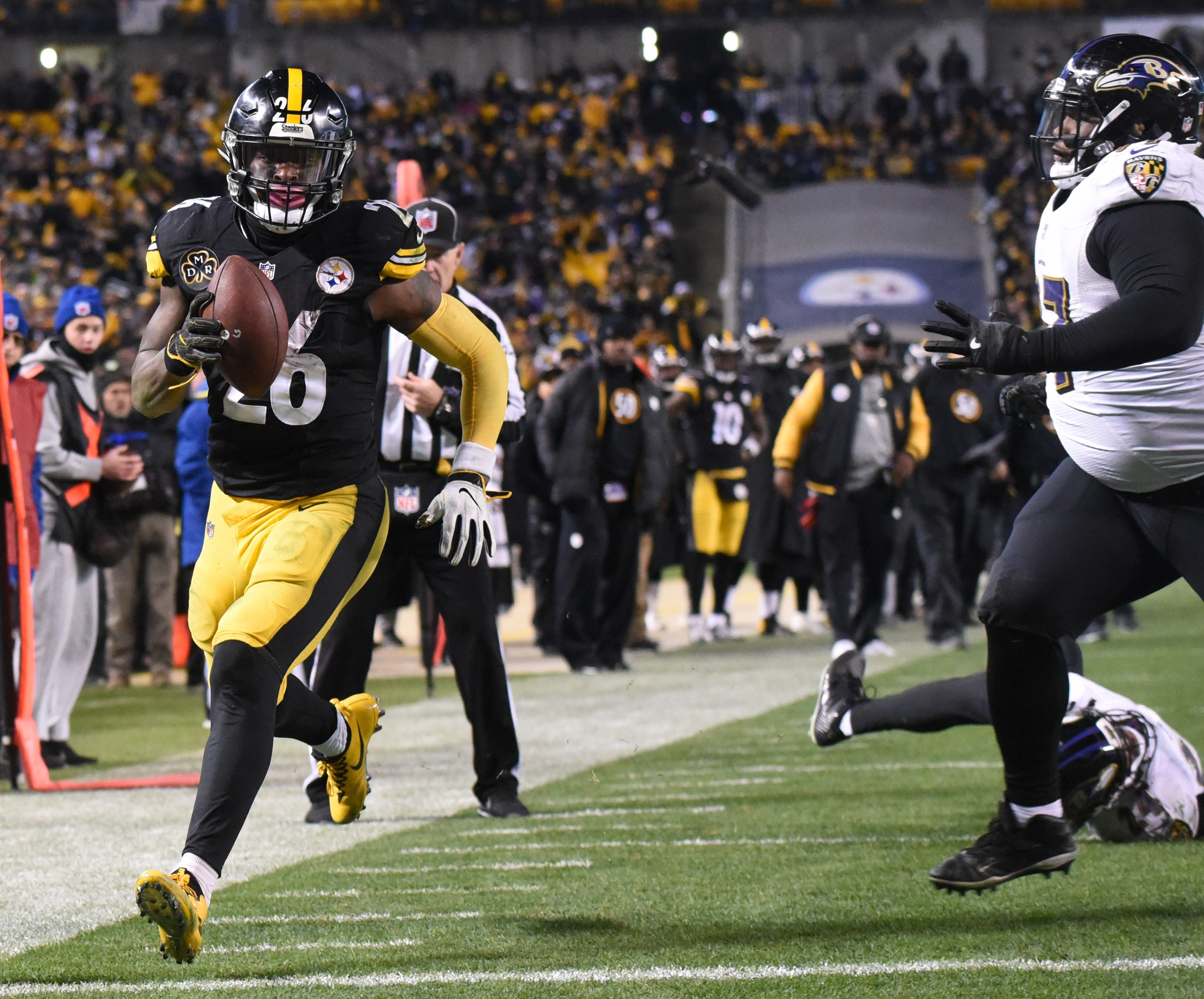Le'Veon Bell to Earl Thomas after injury: 'I'll continue to be the 'bad guy' for ALL of us'