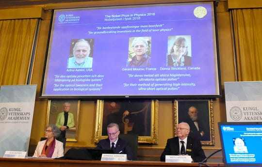 epa07063249 Nobel committee members (L-R) Olga Botner, Goran K. Hansson and Mats Larsson attend as the Nobel Prize laureates for Physics 2018 are announced at the Royal Swedish Academy of Sciences in Stockholm, Sweden, 02 OCtober 2018. The prize is shared between Arthur Ashkin of the USA, Gerard Mourou of France, and Donna Strickland of Canada.  EPA-EFE/Hanna Franzen  SWEDEN OUT