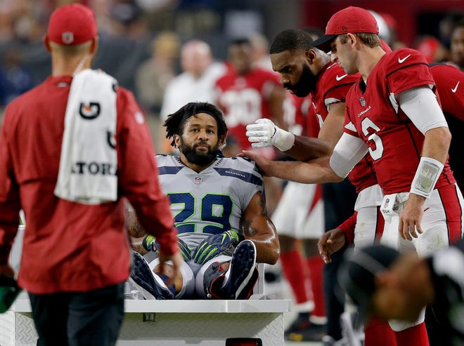 Arizona Cardinals comfort Seahawks safety Earl Thomas after he broke his leg in Sunday's game.