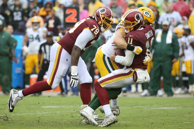 Sep 23, 2018; Landover, MD, USA; Green Bay Packers linebacker Clay Matthews (52) sacks Washington Redskins quarterback Alex Smith (11) in the third quarter at FedEx Field. Matthews received a roughing the passer penalty on the play.