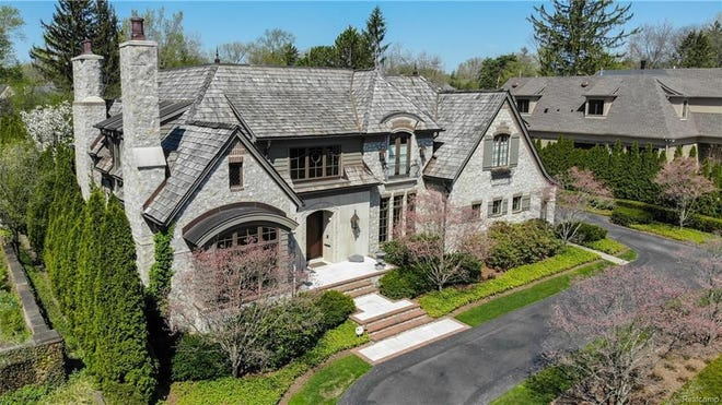 This Birmingham mansion has 5 bedrooms and 5.5 baths, plus a separate guesthouse above the garage.