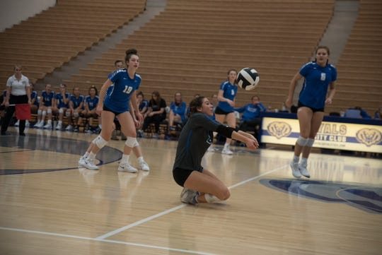 The Hamilton Southeastern Royals in volleyball action.