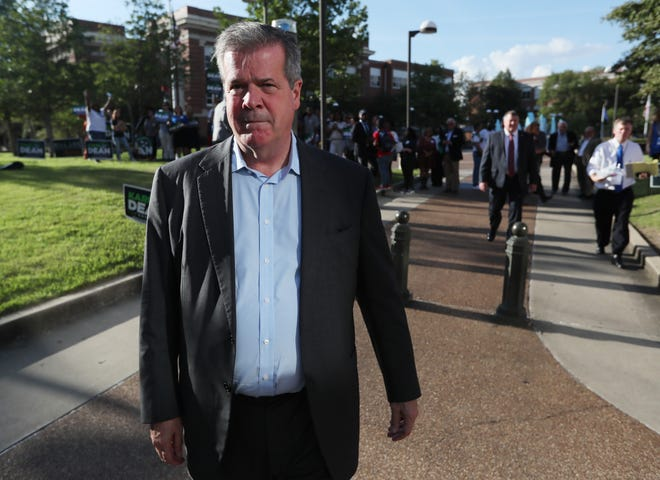 Democratic gubernatorial candidate Karl Dean arrives for the debate with Republican Bill Lee at the University of Memphis on Oct. 2.