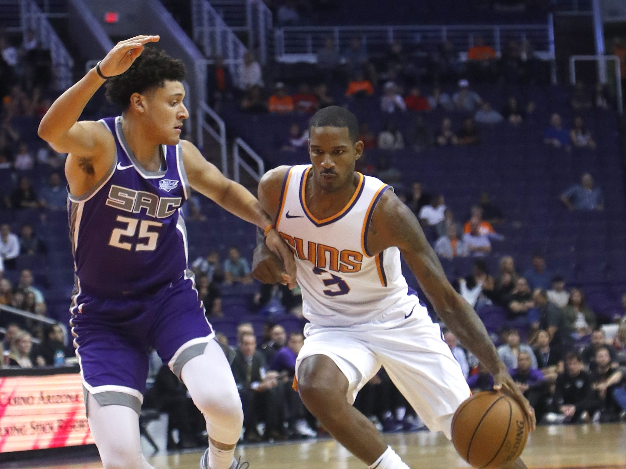 Suns' Trevor Ariza (3) drives against Kings' Justin Jackson (25) during the first half at Talking Stick Resort Arena in Phoenix, Ariz. on October 1, 2018.