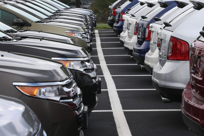 Under Arizona law, people are only allowed to sell, exchange or negotiate up to sixvehicles in any consecutive 12 months. When an individual sells the 7th vehicle, they are qualified as an unlicensed automobile dealer and are subject to criminal prosecution.