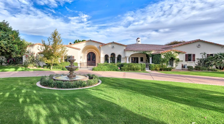 Luxury Homes 4 4m Scottsdale House Has Shoe Room Clay Tennis Court