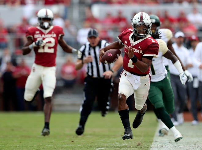 Oklahoma Sooners quarterback Kyler Murray (1) runs down the sidelines during the first half against the Baylor Bears.