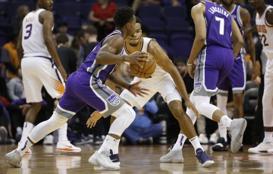 Suns Elie Okobo (2) defends Kings Yogi Ferrell (3) during the first half at Talking Stick Resort Arena in Phoenix, Ariz. on October 1, 2018.