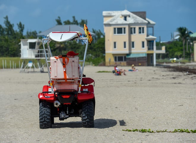 Beachgoers are few and far between Tuesday, Oct. 2, 2018, at Bathtub Reef Beach in Stuart. Martin County beaches were left unguarded Sunday afternoon after lifeguards began coughing due to a possible airborne irritant. The FWC has begun testing local waters for red tide, a marine algae, which is lethal to marine life and dangerous for humans.