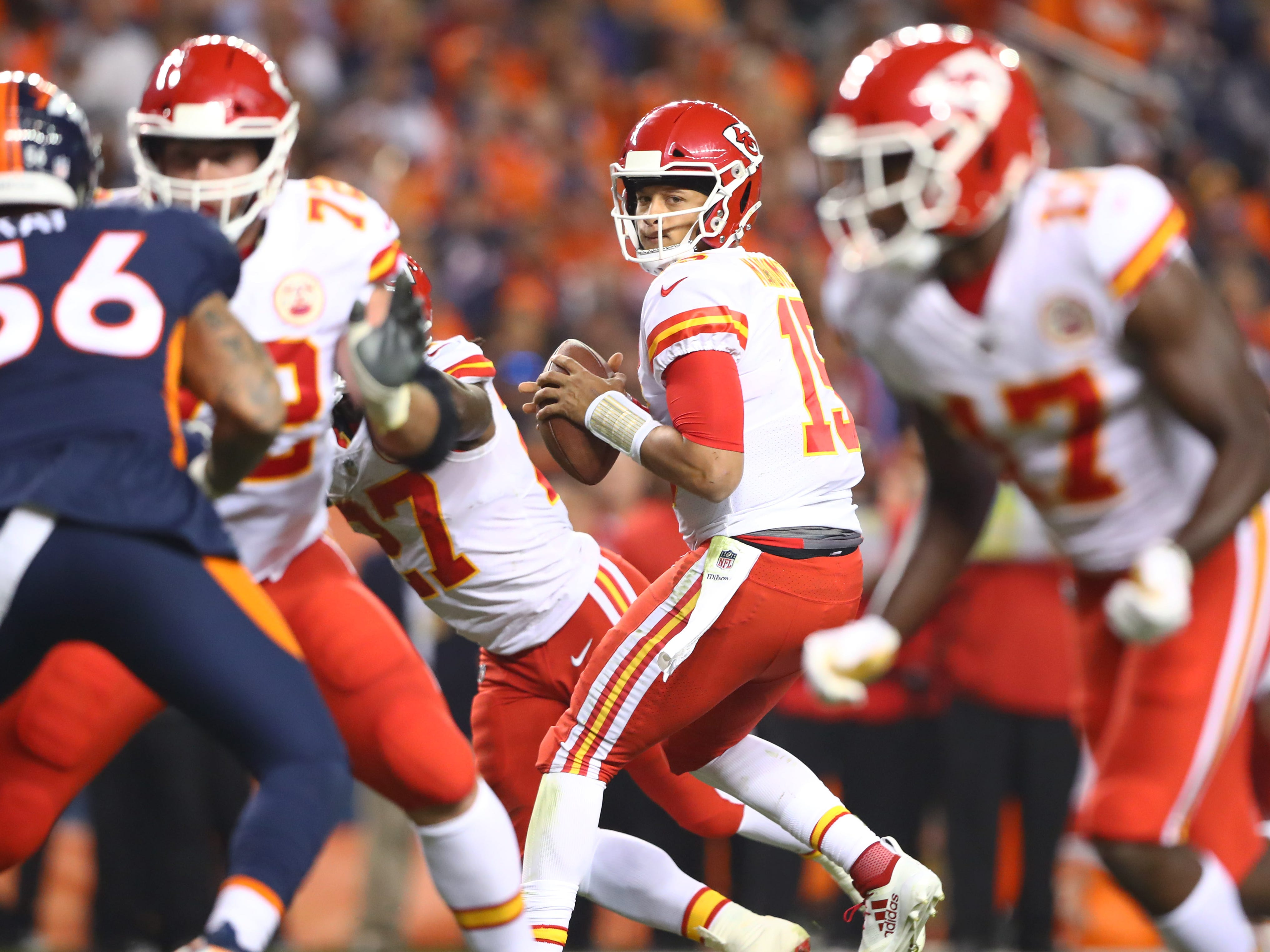 2. Chiefs (2): The KC BBQ wasn't quite as spicy Monday with Patrick Mahomes throwing just one TD, but can't argue with second straight 4-0 start.
