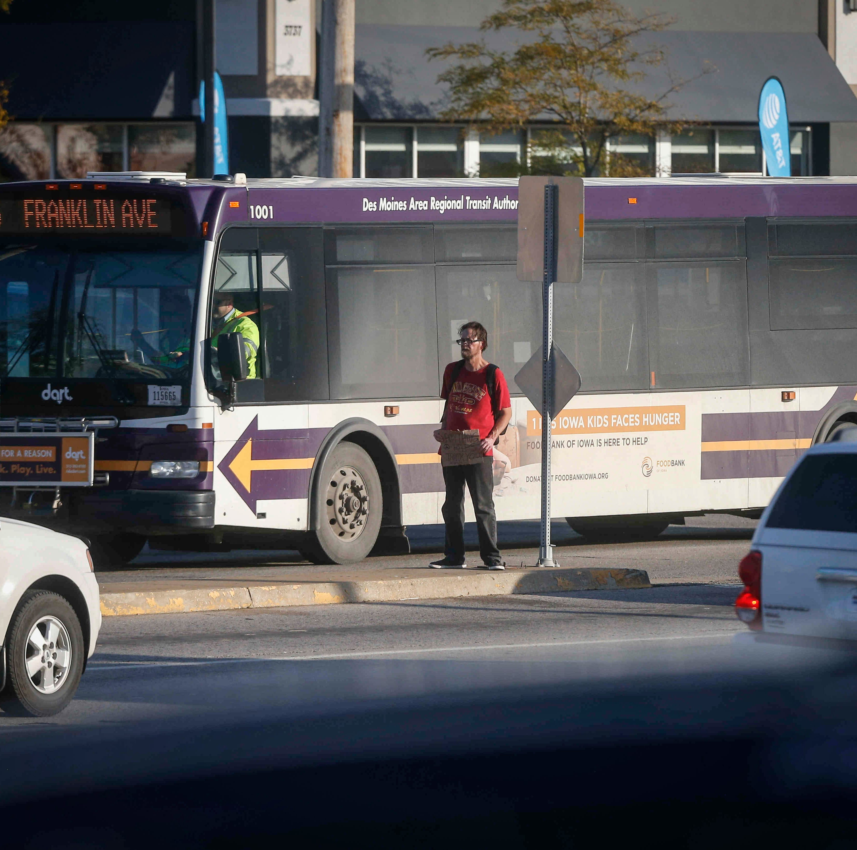After OK'ing panhandling, Des Moines bans standing in medians of some 200 intersections