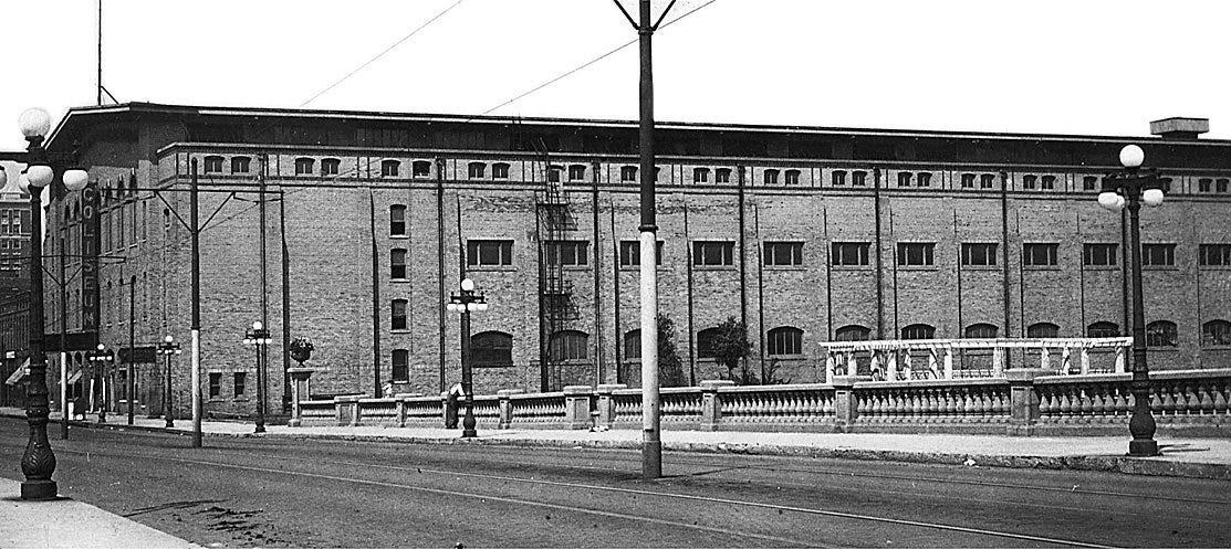 Des Moines Coliseum