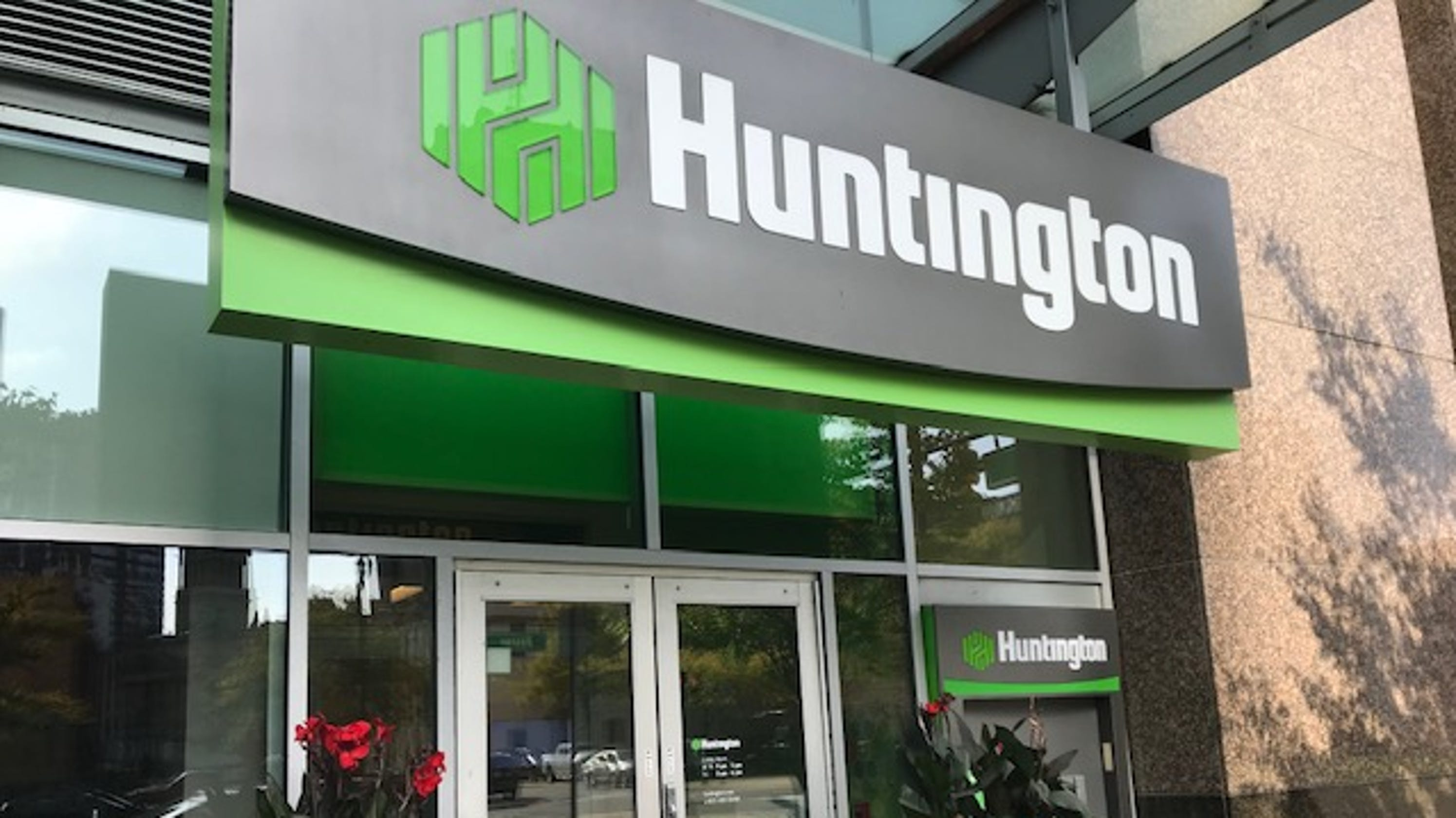 Huntington Bank: Police investigate after claims of money pulled