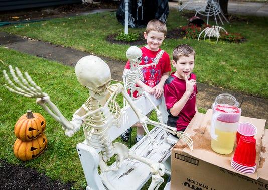 Skeletonfamily8076