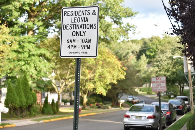 Leonia traffic sign, restricted to residents and Leonia destinations only.