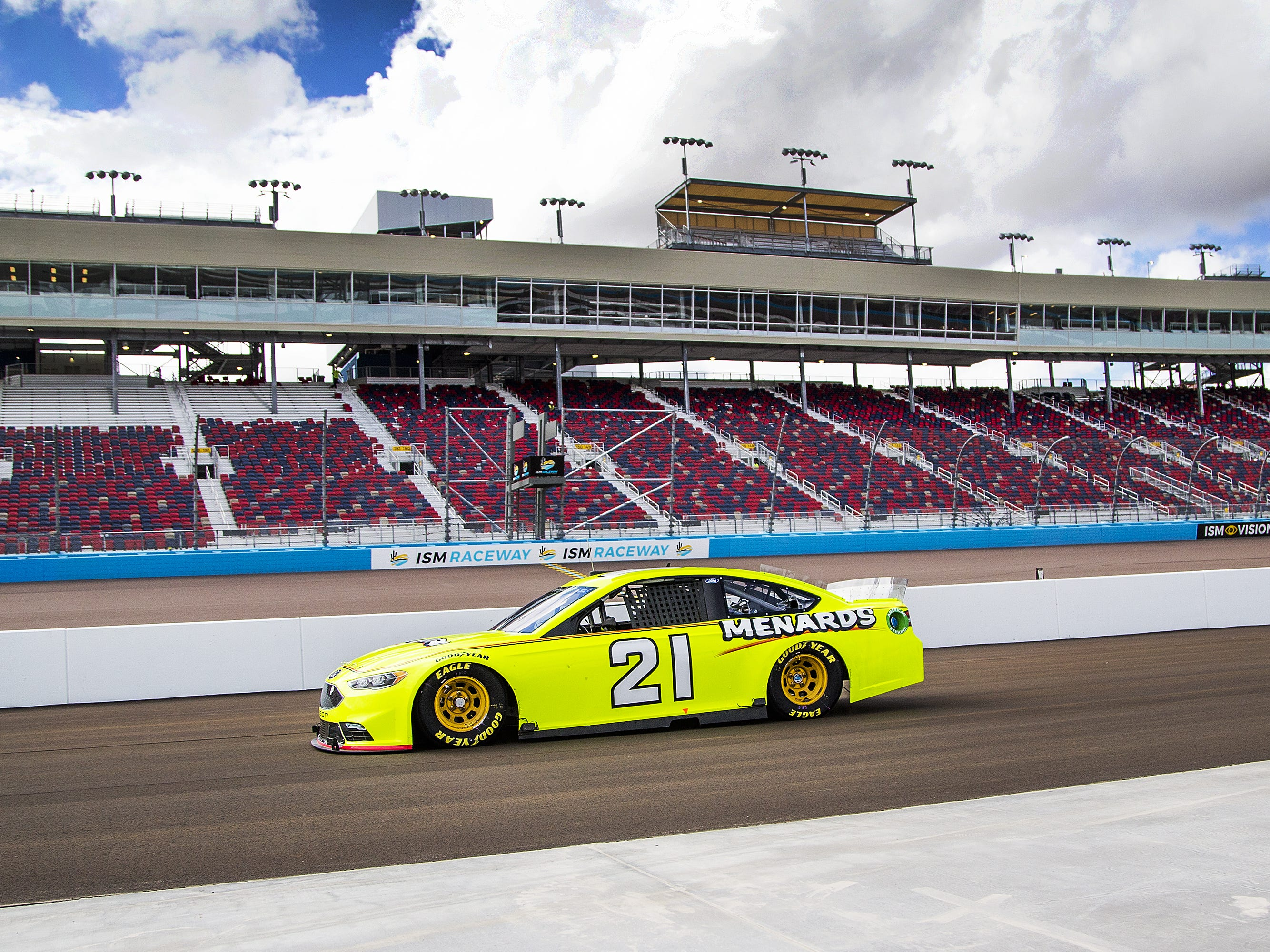 Paul Menard performs tire testing at ISM Raceway in Phoenix.  Final touches are being made in the massive renovation of the former Phoenix International Raceway, Wednesday, October 3, 2018.