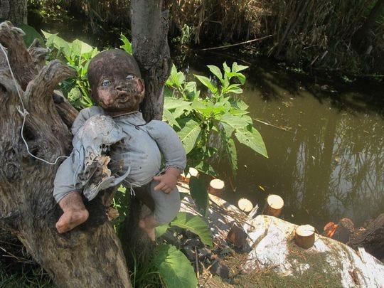 Ciertas muñecas solo piden ser habitadas por espíritus malignos. Eso hace que la Isla de las Muñecas fuera de la Ciudad de México sea aún más espeluznante.
