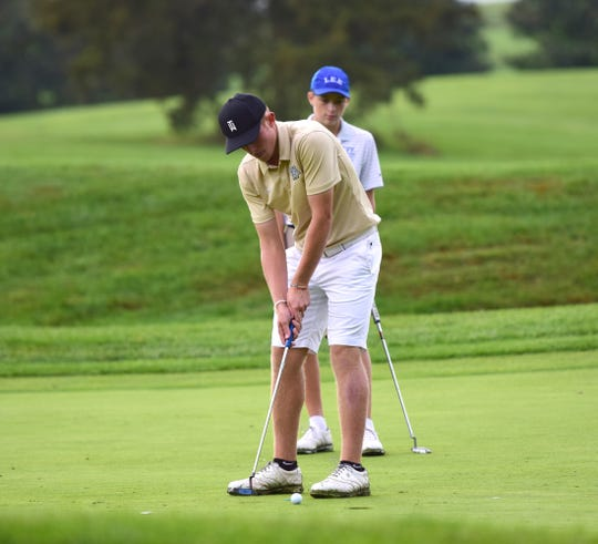 Wilson Memorial's Jacob Sears sinks a putt on the 18th green during the VHSL Class 2, Region B golf championships on Tuesday, Oct. 2, 2018, at Heritage Oaks Golf Course in Harrisonburg, Va.