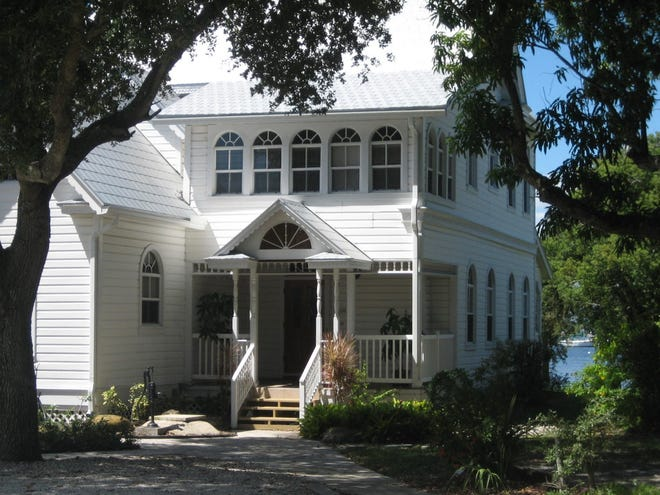 210 SW Atlanta Avenue – Kitching home.