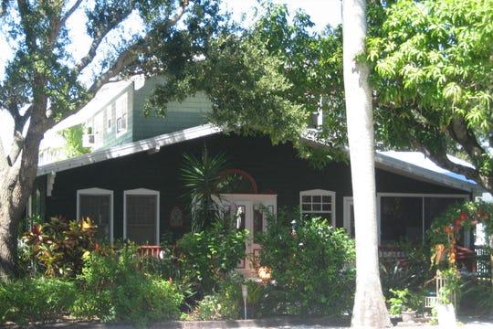 206 SW Atlanta Avenue – Taylor home.