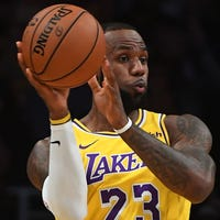 3076c46b6 LeBron James  Sellout crowd welcomes Laker home in debut at Staples