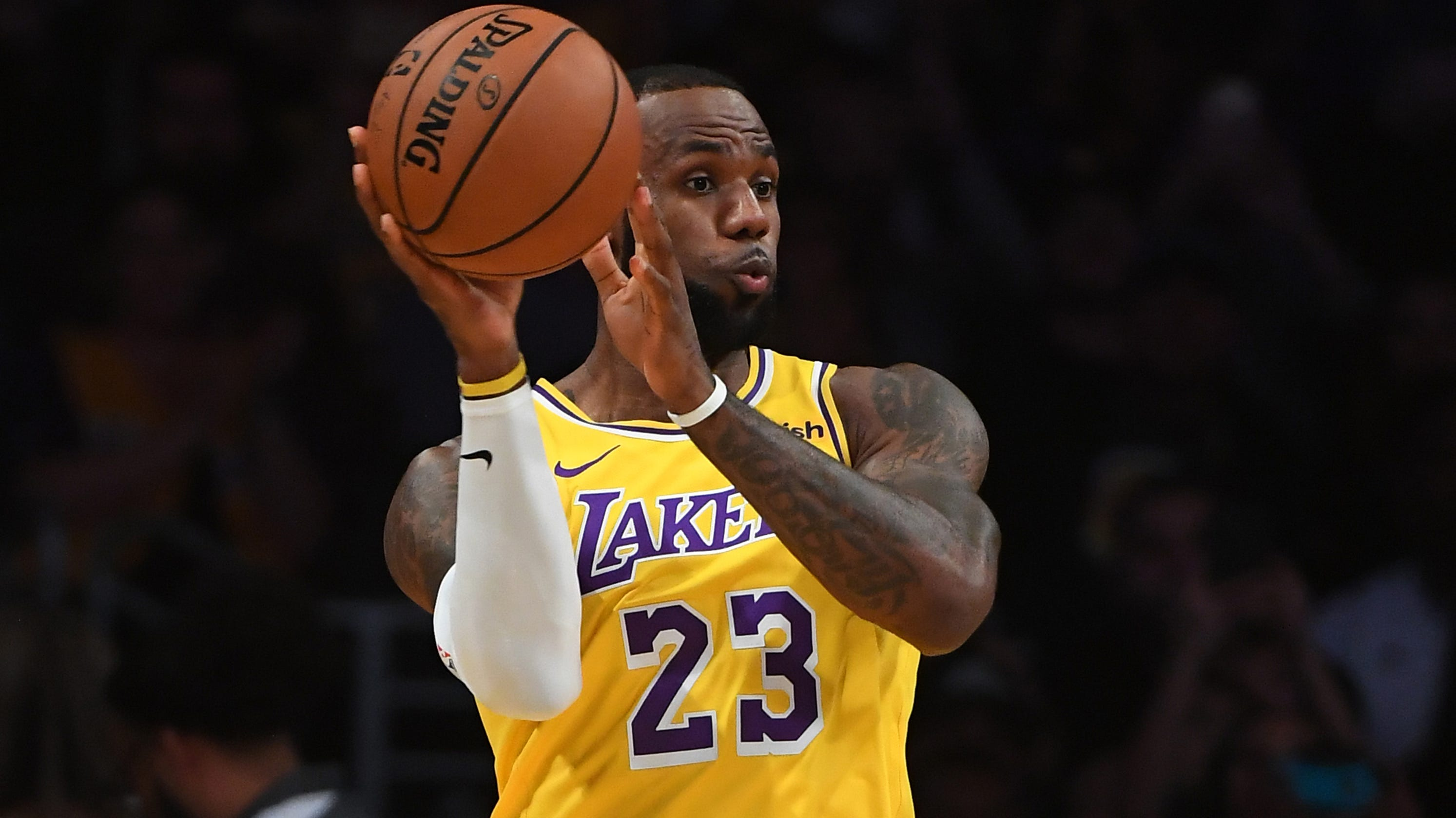 7a6a94b588b LeBron James  Sellout crowd welcomes Laker home in debut at Staples