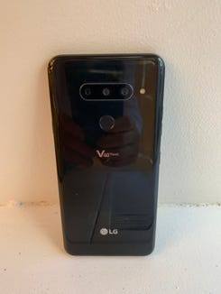 Viewing the three rear cameras on the LG V40 ThinQ