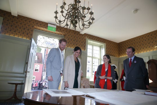 During their visit to Edes House, the couple got an up-close look at one of two handwritten copies of the Declaration of Independence. The other is housed at the National Archives in Washington.