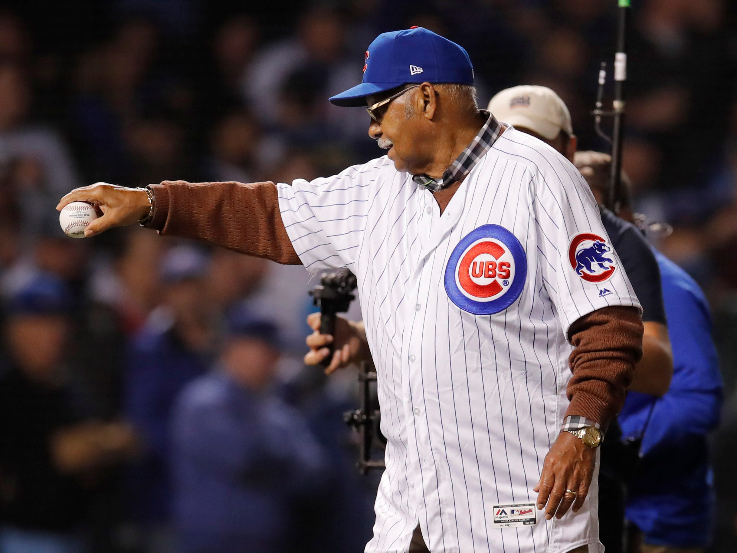 NL wild card: Cubs former player Billy Williams prepares to throw out the ceremonial first pitch .