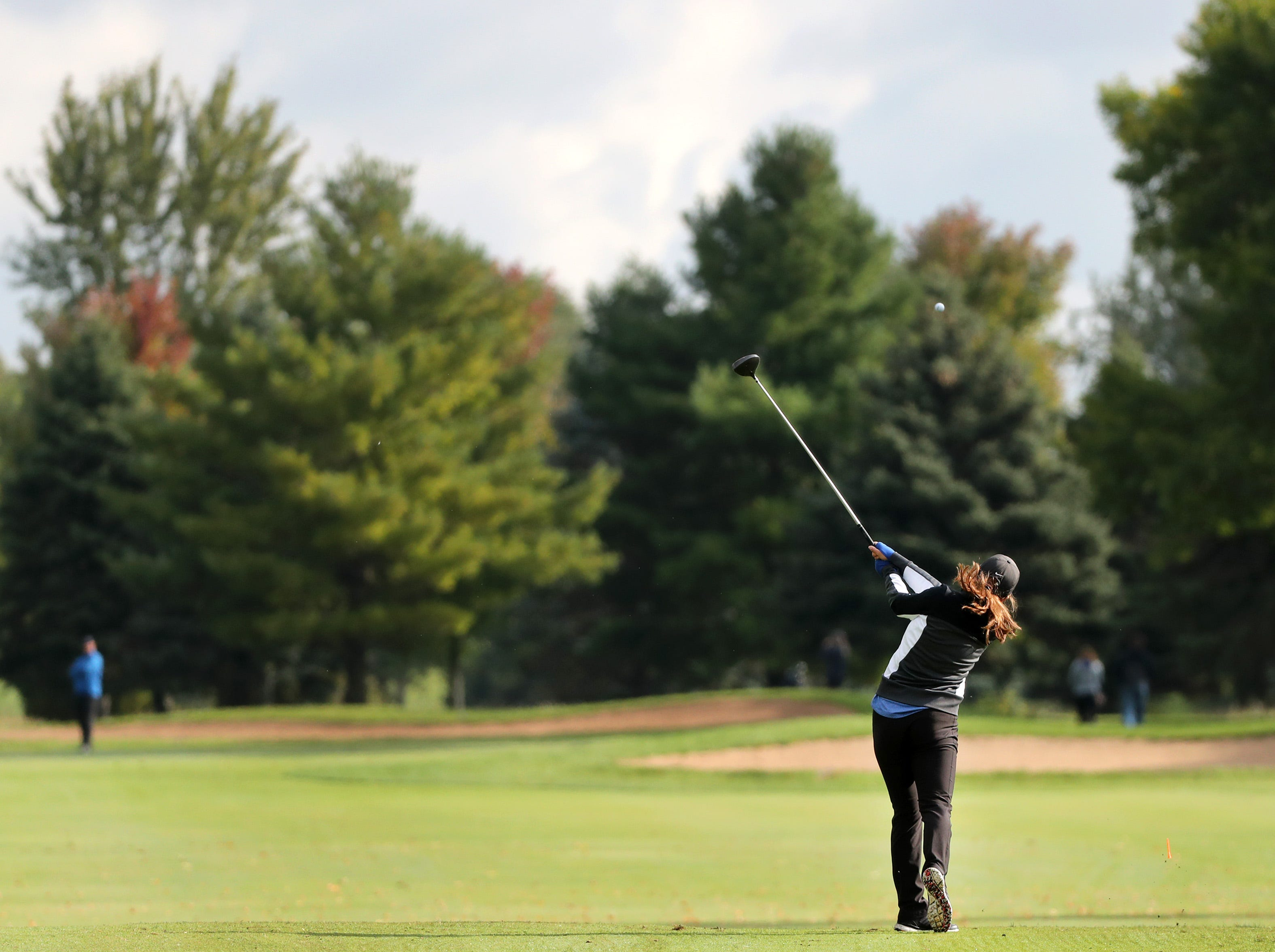 Wrightstown's Carley Ott tees off during the WIAA Division 2 Regional Girls Golf Tournament Wednesday, Sept. 26, 2018, at Mid Vallee Golf Course in De Pere, Wis.Danny Damiani/USA TODAY NETWORK-Wisconsin