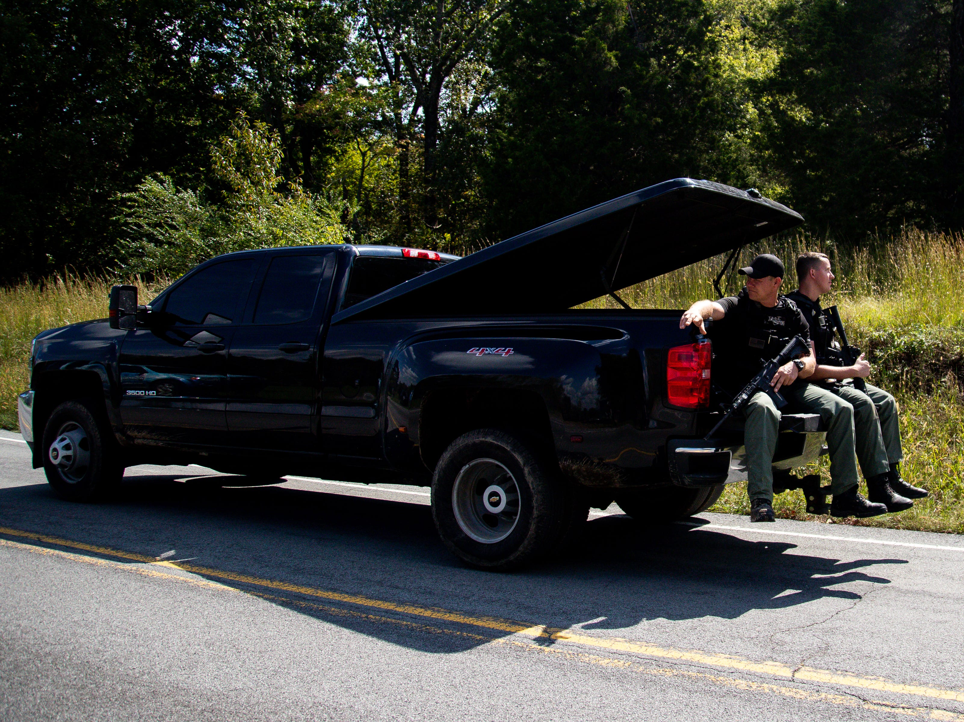 Officers pass the checkpoint off of Poplar Springs Road during the manhunt of Kirby Wallace Thursday, Oct. 4, 2018, in Indian Mound, Tenn.