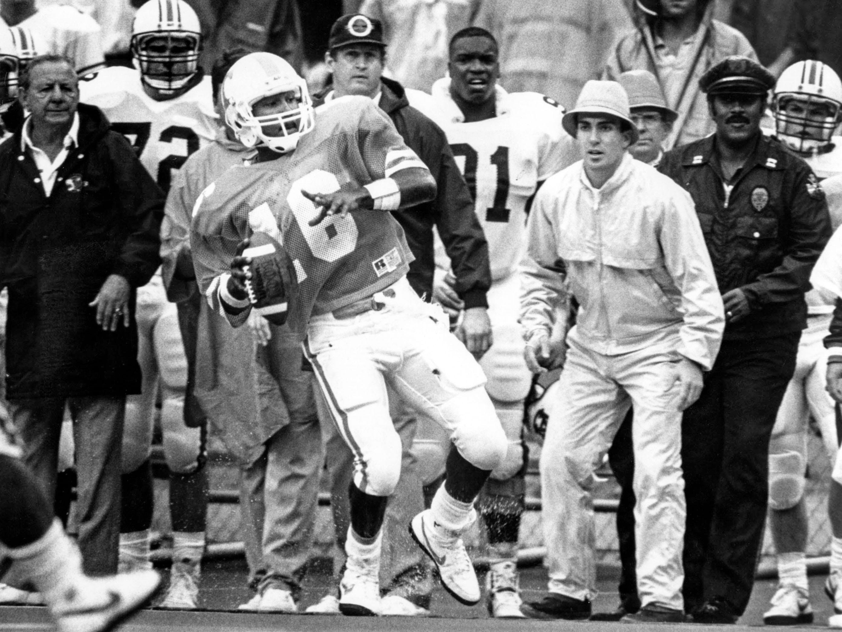 Tennessee quarterback Sterling Henton looks for an open receiver during the game against Auburn in 1989.